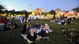 Turks break fast at Blue Mosque Square
