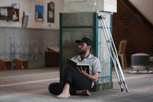 Syrian man with Quran near Damascus